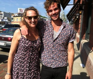 Rachel and Mike wearing matching outfits!