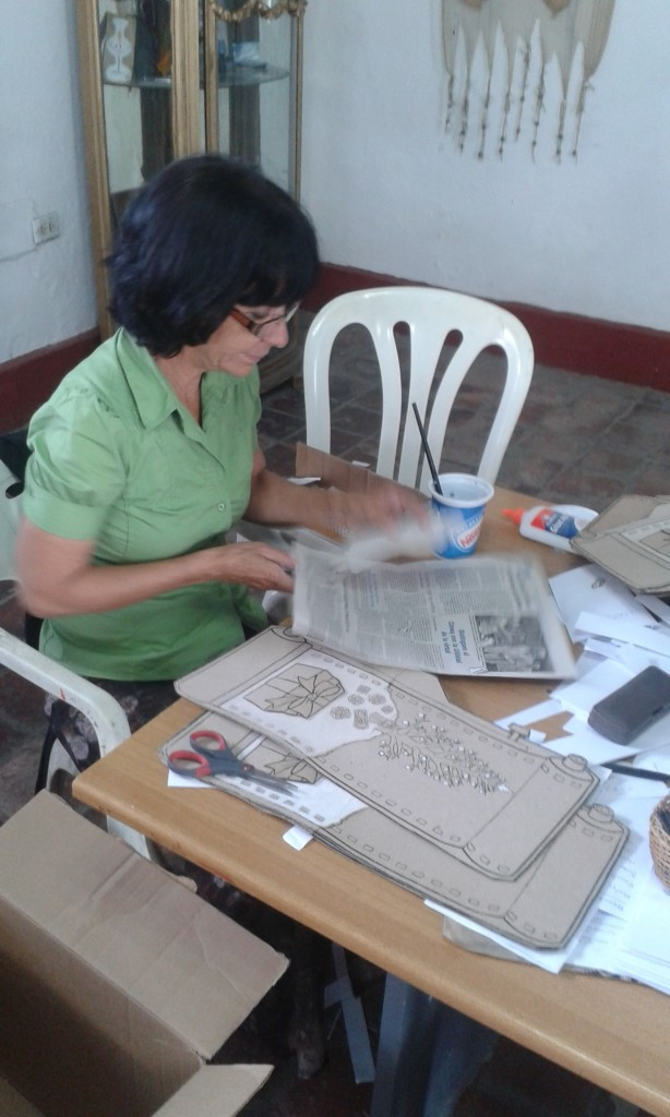 Artist working at Ediciones Vigía, Matanzas, Cuba, April 2015. Photo credit: Michele Hardesty.